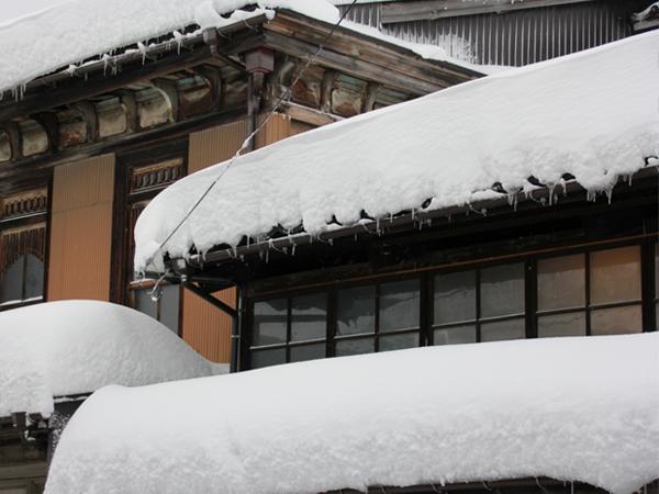 雪害から自宅の屋根を守る